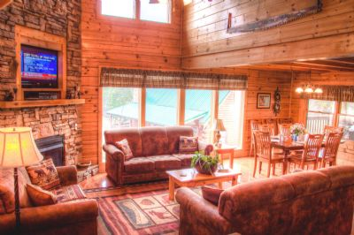 Open floor plan for guest to visit while at Mama Bear Lodge