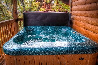Finish the busy day in the hot tub