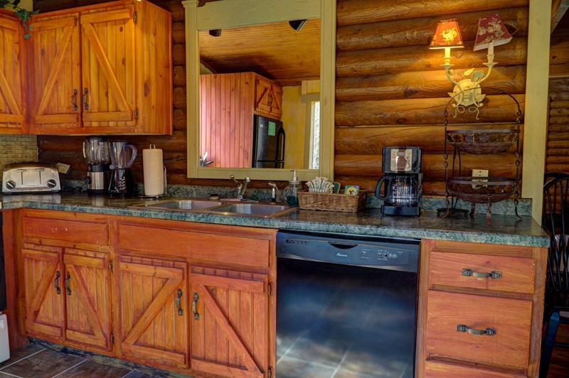 Lots of countertop & cabinets
