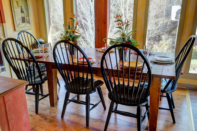 You will enjoy spending time at the kitchen table