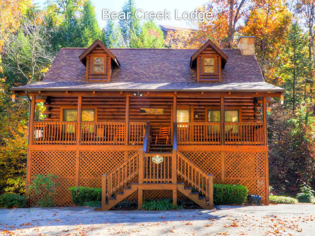 Well cared for 5 bedroom cabin near Parkway